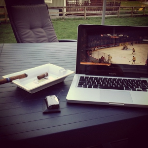 Cigar and icehockey CAN-SWE