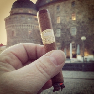 Smoking a PL Panetela with the castle of Örebro in the background