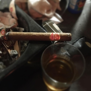Continue the friday with a Partagas Mille Fleur and some god rum