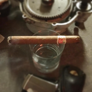 Having a nice Hoyo de Monterrey Palmas Extra with some nice gin