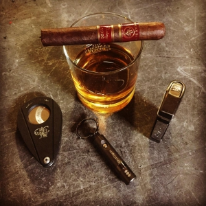 A nice Rocky Patel Vintage 1990 and some whisky