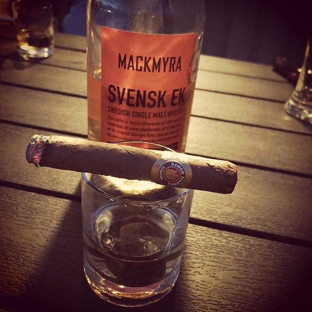 I had a nice Ramon Allones along with some fine Mackmyra Swedish Oak single malt whisky yesterday night #51