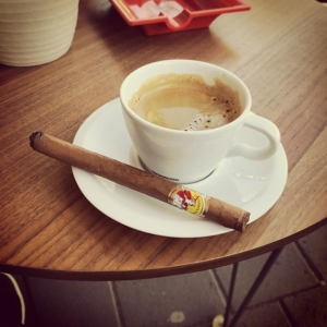 Lunch cigar at Mellgrens. Having a nice La Gloria Cubana and a cup of great coffee